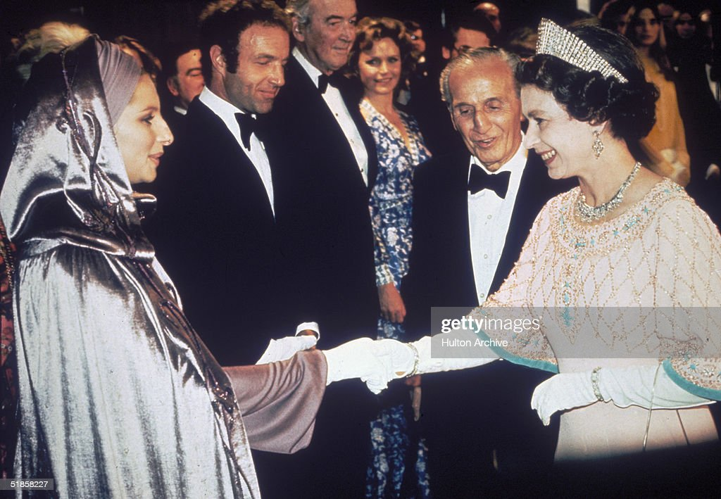 Streisand And Queen : News Photo