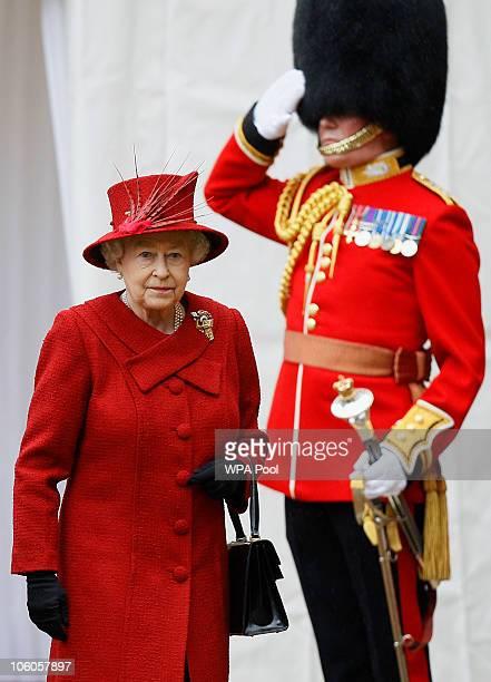 Queen Elizabeth II greets The Emir of Qatar Sheikh Hamad bin Khalifa al Thani on October 26 2010 in Windsor England The Sheikh is on a two day State...
