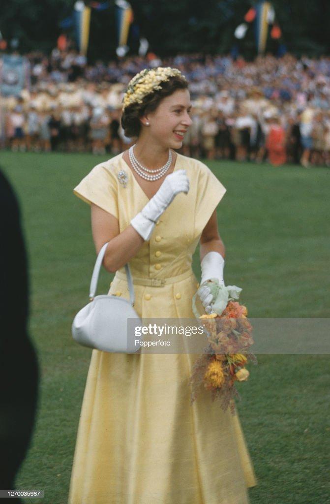 Queen Elizabeth II In Canberra : News Photo