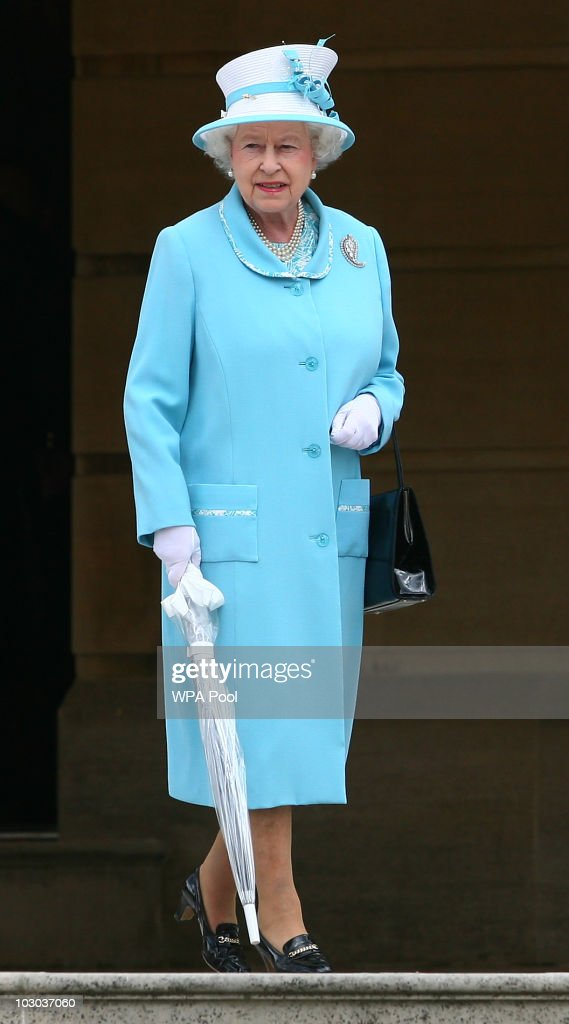 Queen Elizabeth II Hosts A Tea Party At Buckingham Palace : News Photo