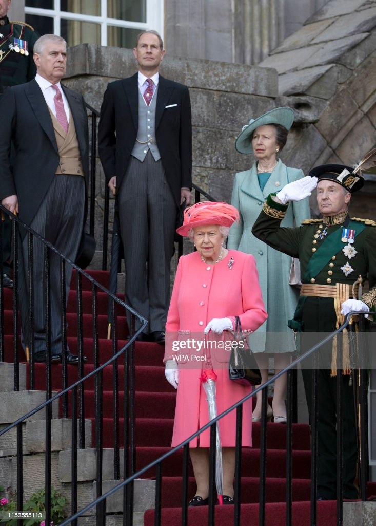 The Queen Hosts Garden Party At Palace Of Holyroodhouse : News Photo