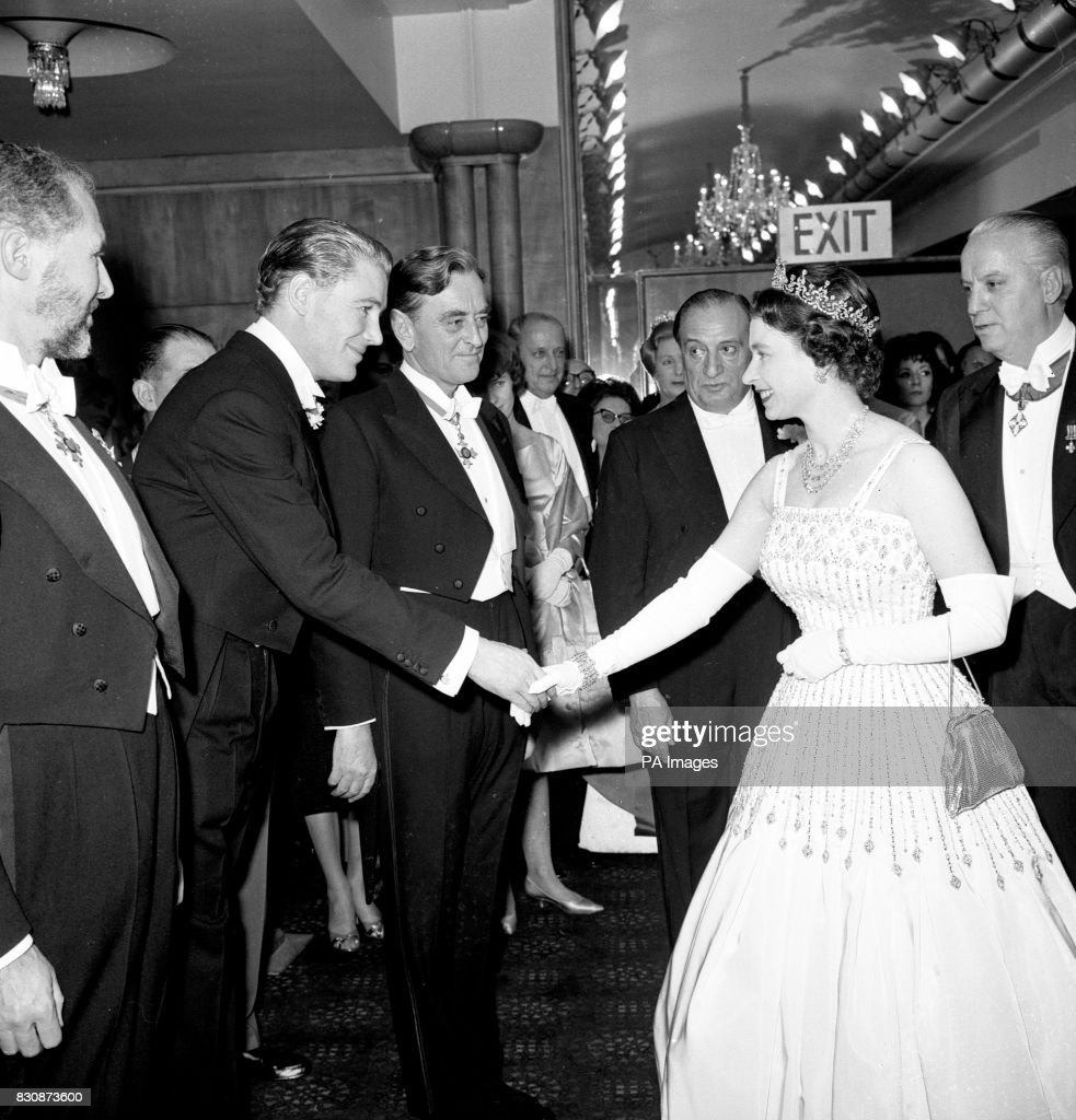 Film - 'Lawrence of Arabia' Premiere - Odeon, Leicester Square : News Photo