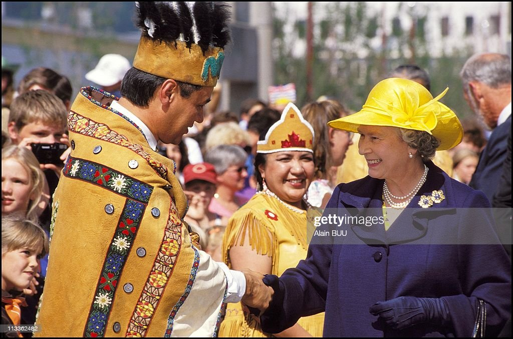Queen Elizabeth Ii In British Columbia On August 07th, 1994 : News Photo