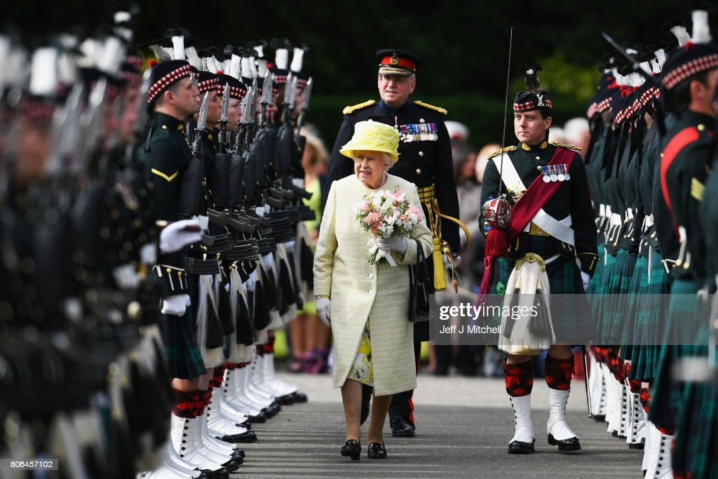 Queen Elizabeth II Attends Ceremony Of The Keys At The Palace Of Holyroodhouse : News Photo