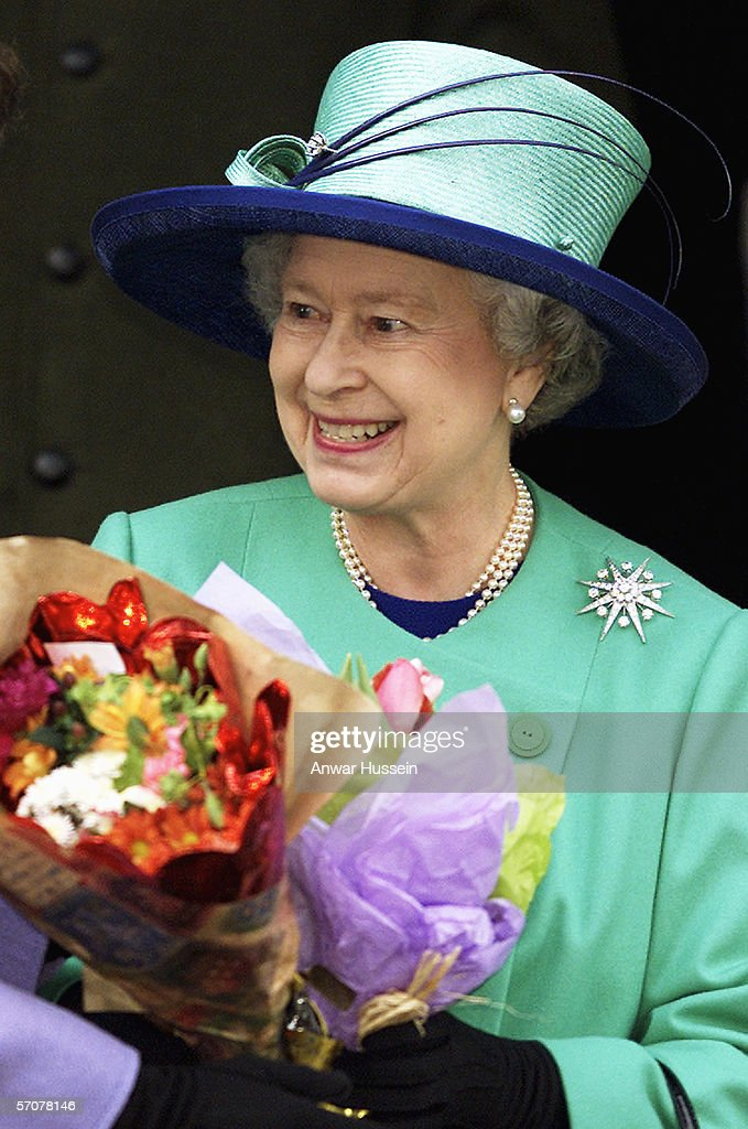 GBR: Queen Elizabeth II attends Christmas Day church service : News Photo
