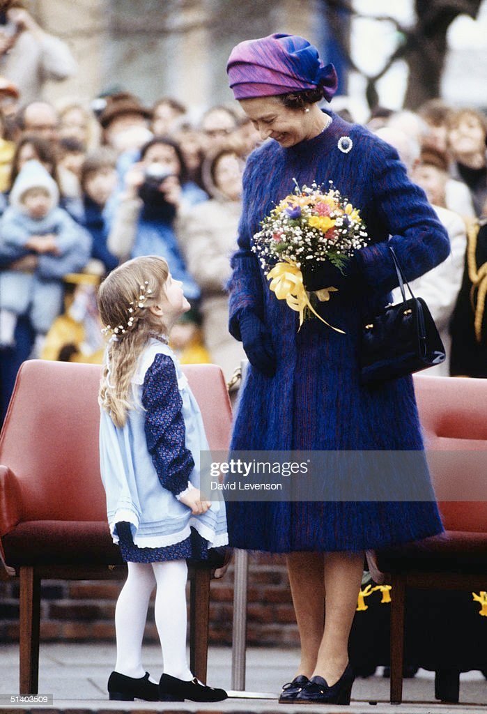 Queen Elizabeth II is presented with a posy of flowers : News Photo