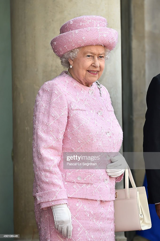 Queen Elizabeth II On Official Visit In Paris : Day One : News Photo