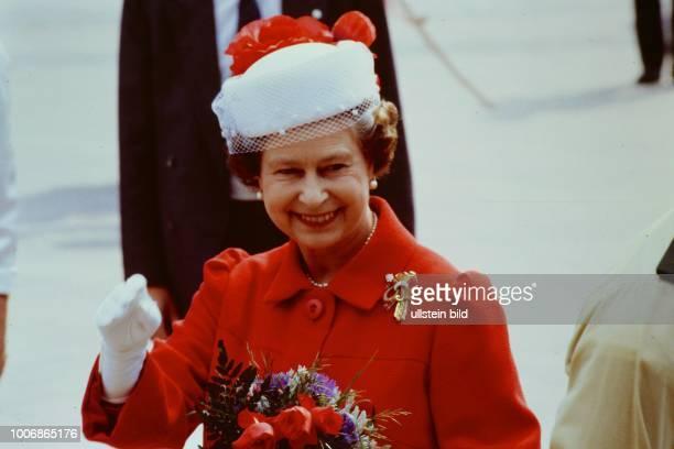 Queen Elizabeth II Königin von Groß Britannien auf Staatsbesuch in Berlin Westberlin am 28 Mai 1987 Hier am Breitscheidplatz an der Gedächtniskirche...