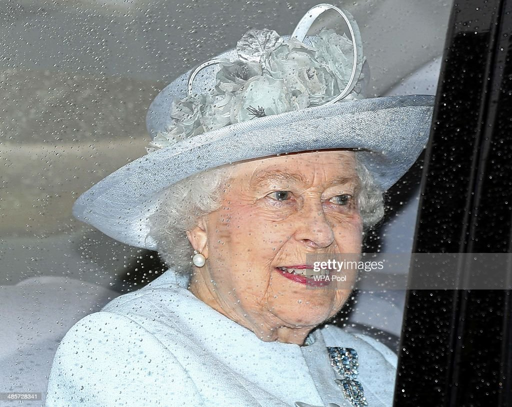 Queen Elizabeth II Attends The Easter Day Service At Windsor Castle : News Photo