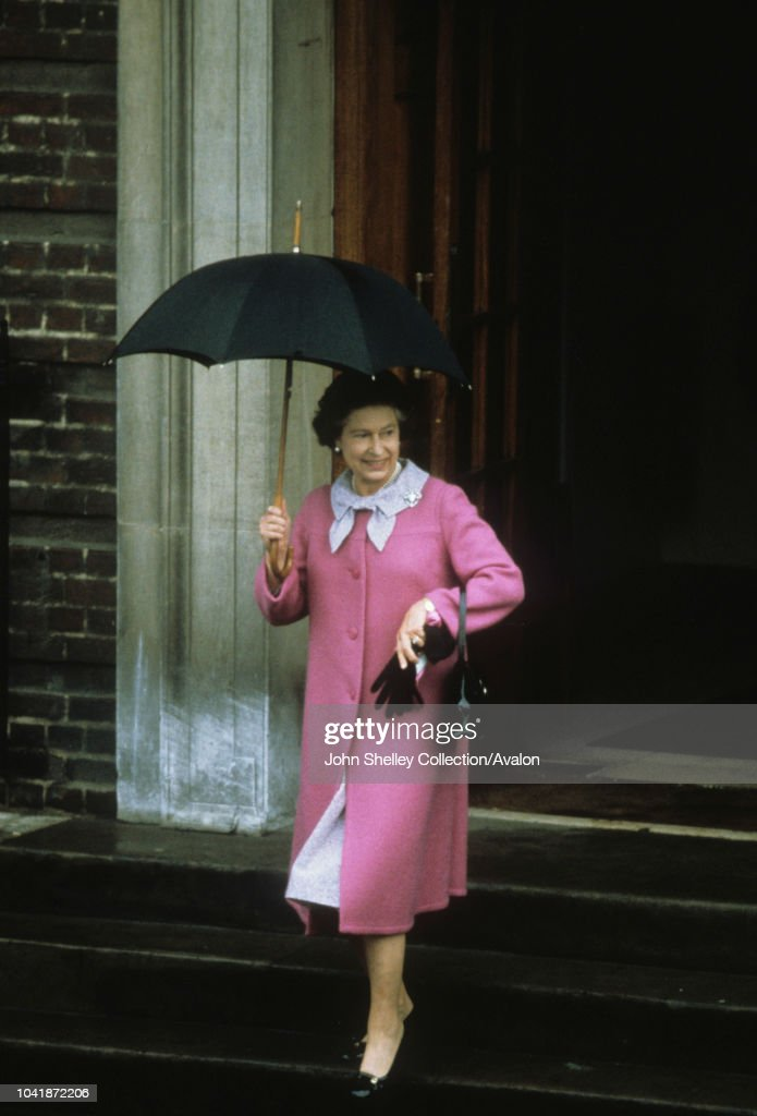 Queen Elizabeth II leaves St Mary's Hospital after visiting her newborn grandson, William Arthur Philip Louis,London, UK, 22nd June 1982 : News Photo