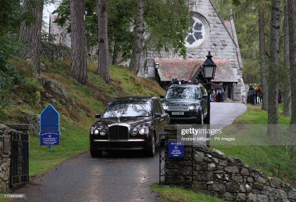 Queen attends church service : News Photo
