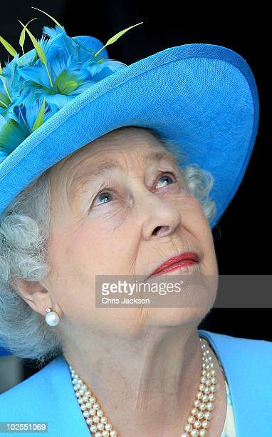 Queen Elizabeth II looks around as she visits the Canadian Museum of Nature on June 30 2010 in Ottawa Canada The Queen and Duke of Edinburgh are on...