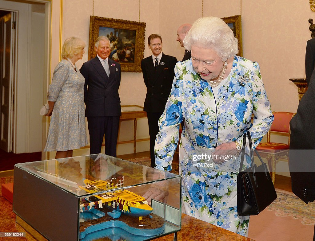 Governors General Lunch Hosted By The Queen After The National Service Of Thanksgiving To Celebrate The Queen's 90th Birthday : News Photo