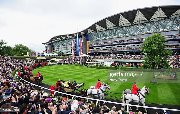 Queen Elizabeth II makes her way around the parade ring during the Royal Procession during Day One of Royal Ascot 2016 at Ascot Racecourse on June 14...