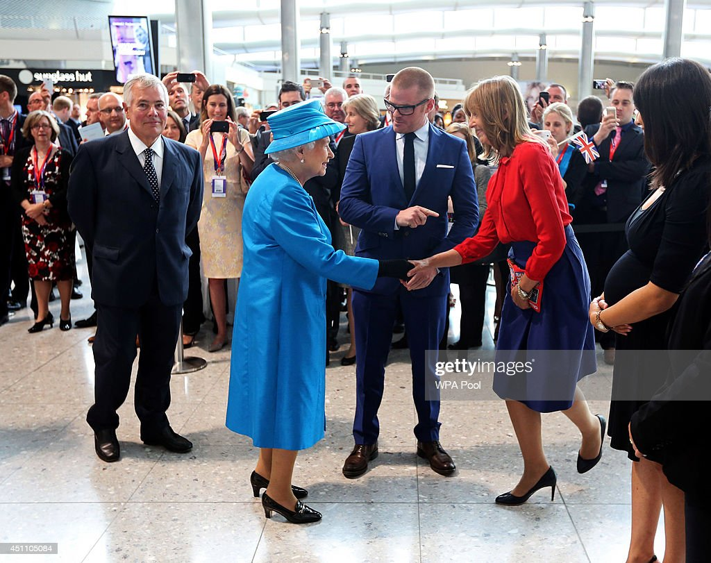 The Queen And Duke Of Edinburgh Open Terminal 2 At Heathrow : ニュース写真