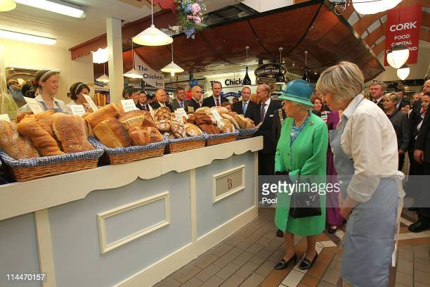 Queen Elizabeth II meets Elizabeth Fitzpatrick of the Alternative Bread Company in the Old English Market on May 20 2011 in Cork Ireland Queen...