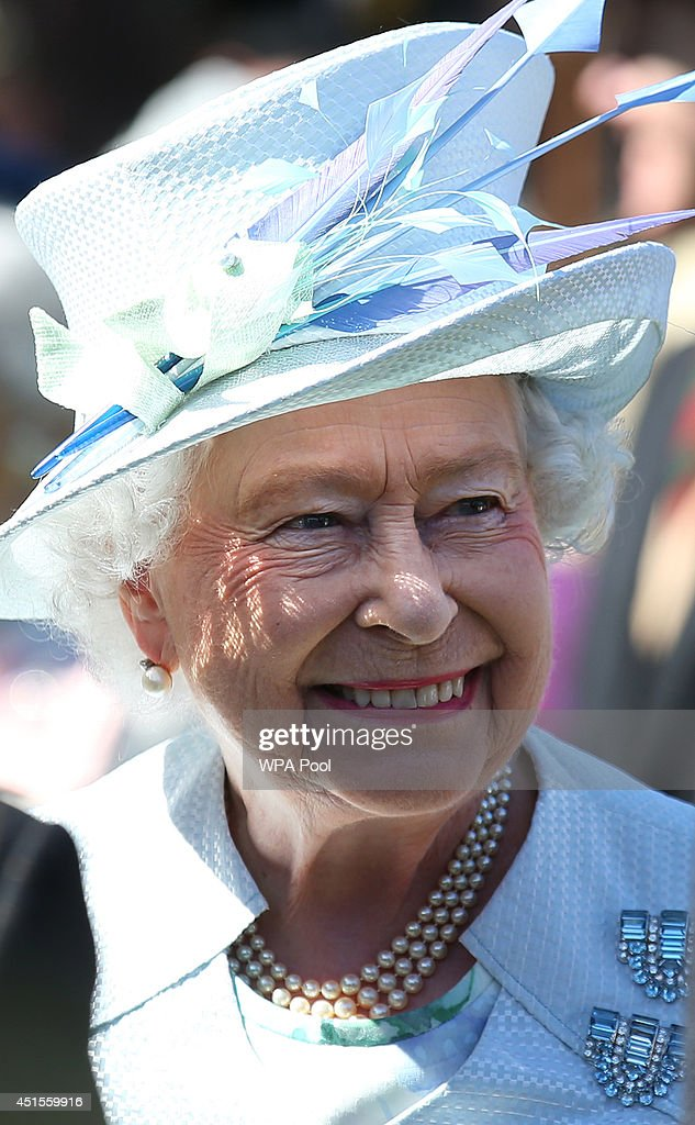 Queen Elizabeth II Hosts A Garden Party At The Palace of Holyroodhouse : News Photo