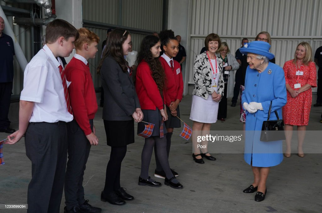 The Queen And The Duke Of Cambridge Visit Irn Bru Factory : News Photo