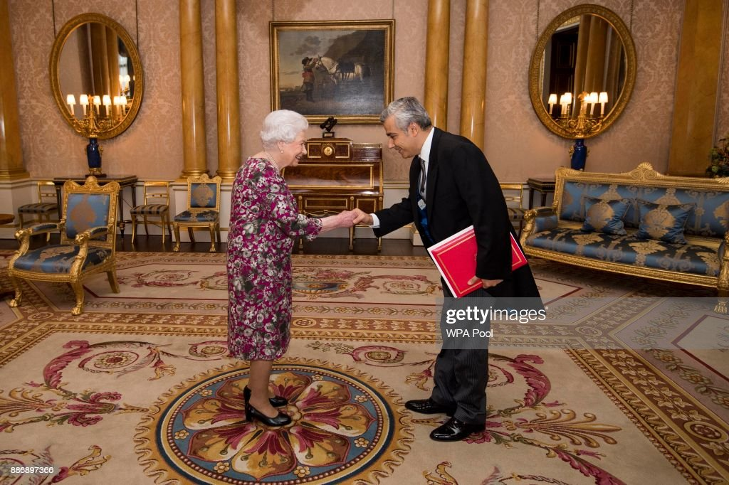 Private Audience With The Queen At Buckingham Palace