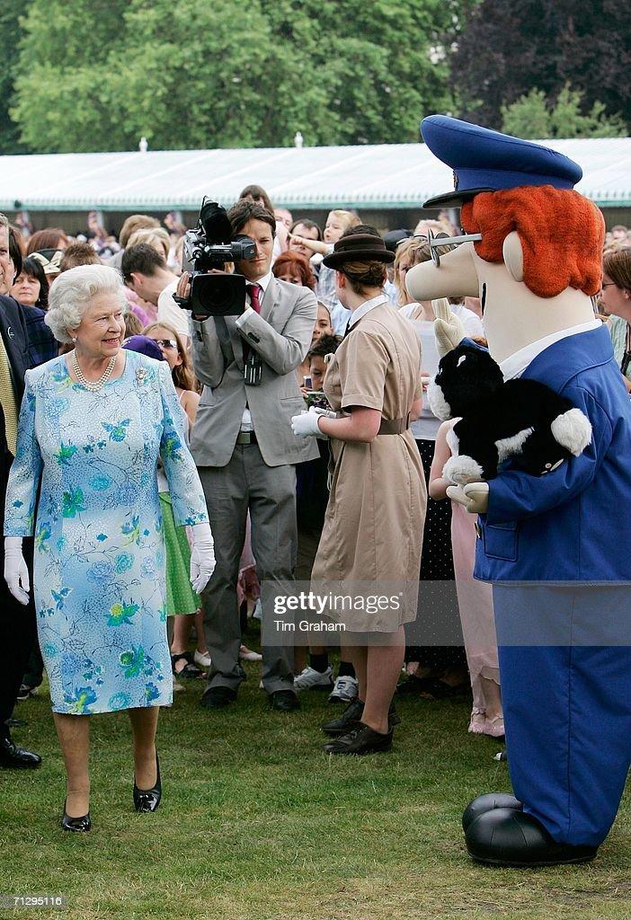 [Image: queen-elizabeth-ii-meets-postman-pat-and...id71295116]