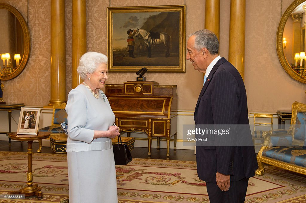 Queen Elizabeth II Meets President of Portugal : News Photo