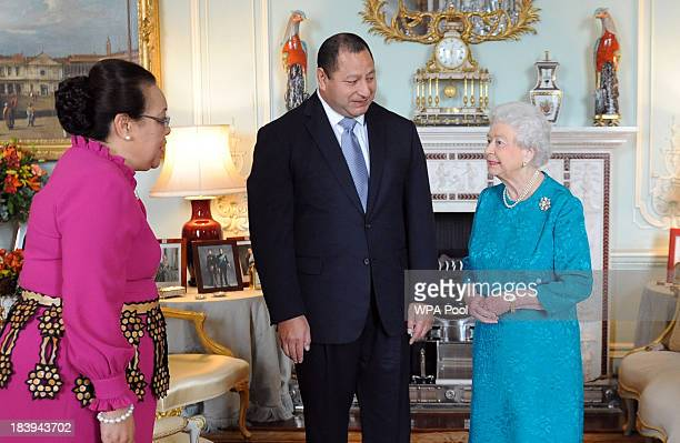 Queen Elizabeth II meets the King Tupou VI of Tonga and Queen Nanasipau'u at Buckingham Palace on October 10 2013 in London England Tonga's King and...