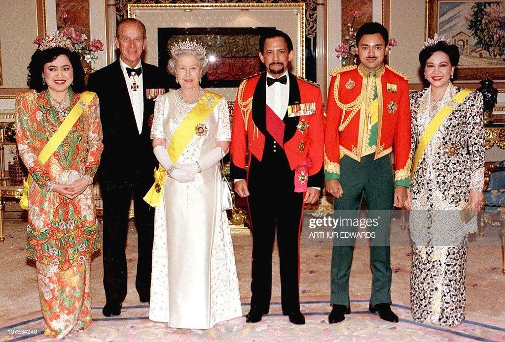 Queen Elizabeth II of England (3rd left) : News Photo