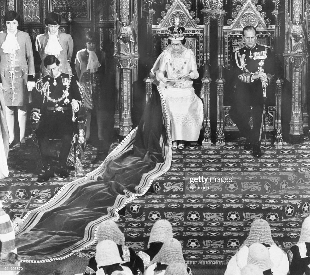Queen Elizabeth II at Opening of Parliament : News Photo