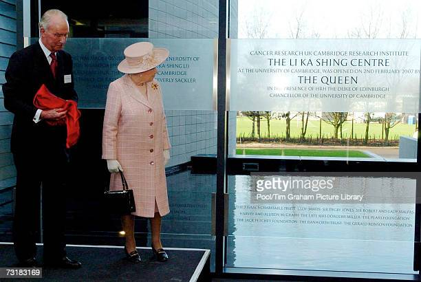47 Queen Elizabeth Ii Opens Cancer Research Uk Cambridge