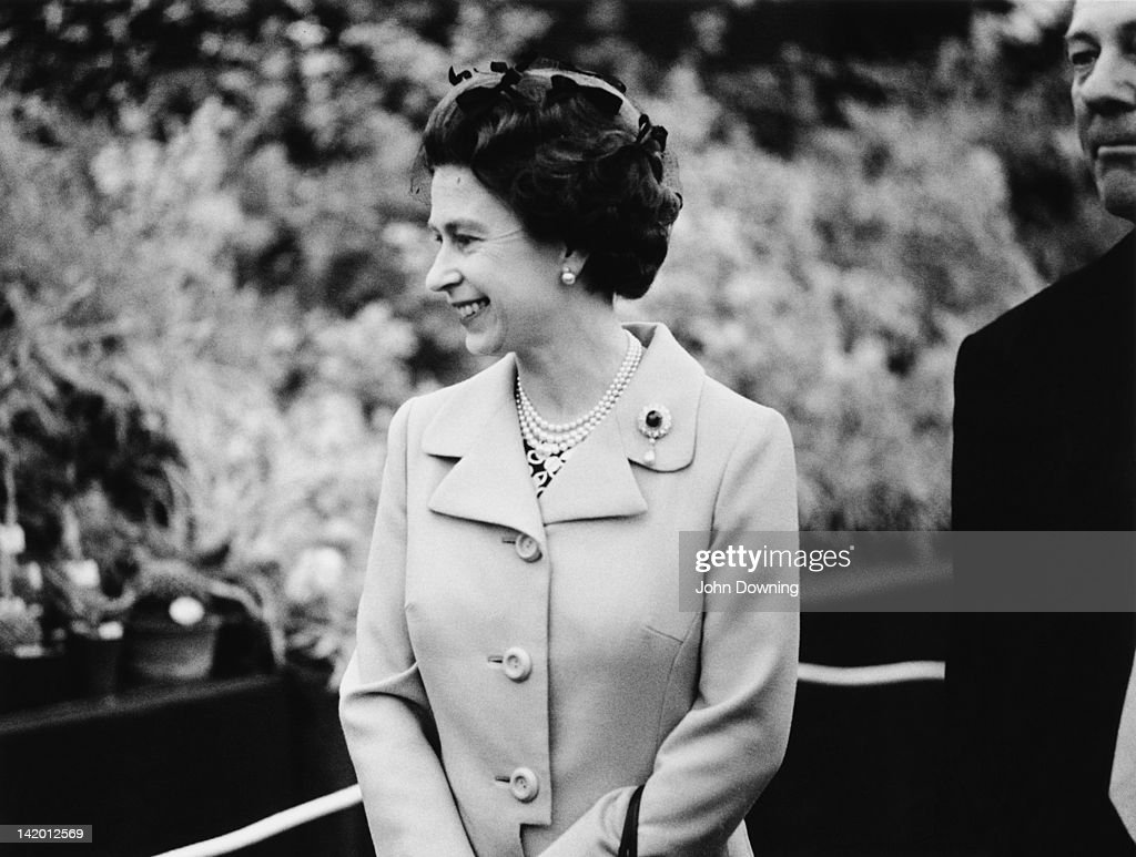 Queen Elizabeth II on a tour of the Chelsea Flower Show, London, 22nd May 1973.