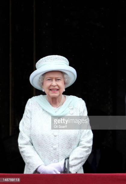 Queen Elizabeth II on the balcony of Buckingham Palace after the service of thanksgiving at StPaul's Cathedral on June 5 2012 in London England For...