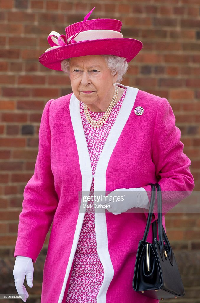 The Queen Visits Berkhamsted School : News Photo