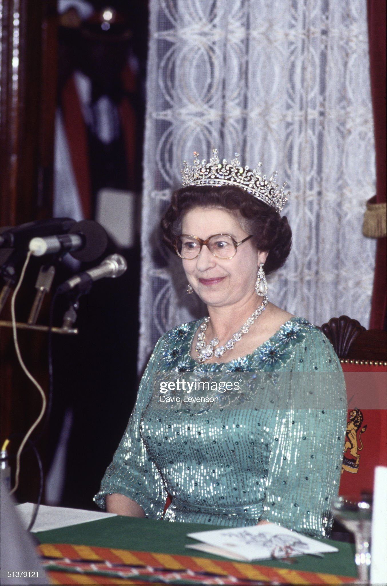 Queen Elizabeth II prepares to make a speech : News Photo