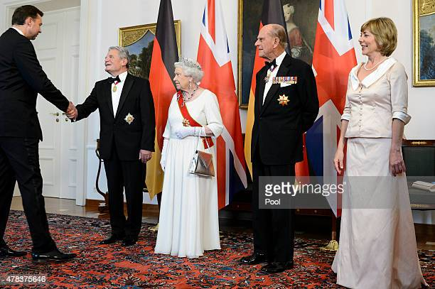 Queen Elizabeth II Prince Philip Duke of Edinburgh German President Joachim Gauck and Daniela Schadt attend a State Banquet on day 2 of a four day...