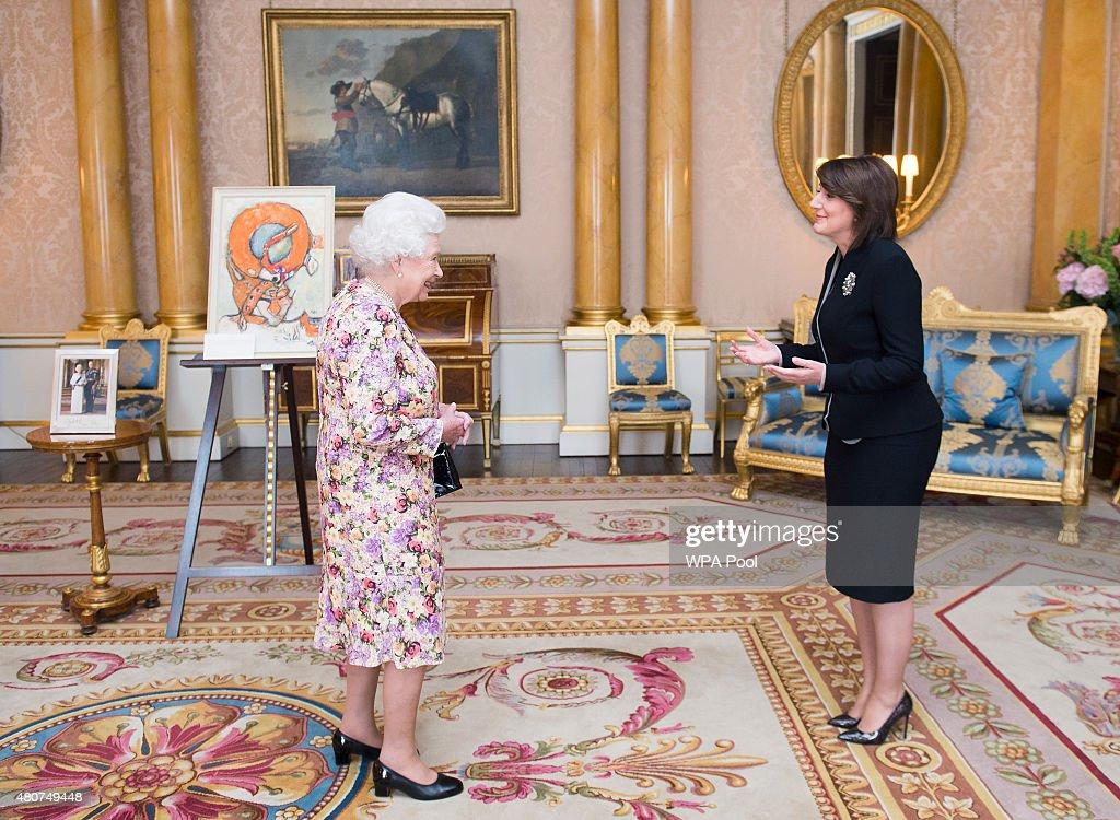 Queen Elizabeth II Meets President Of Kosovo : News Photo