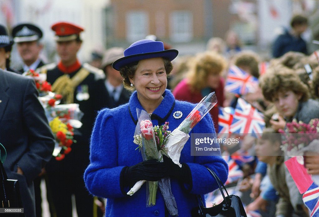 Queen Maundy Walkabout : News Photo