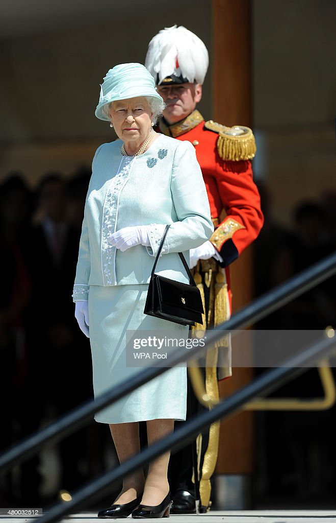 The Queen Reviews The Queen's Body Guard : News Photo
