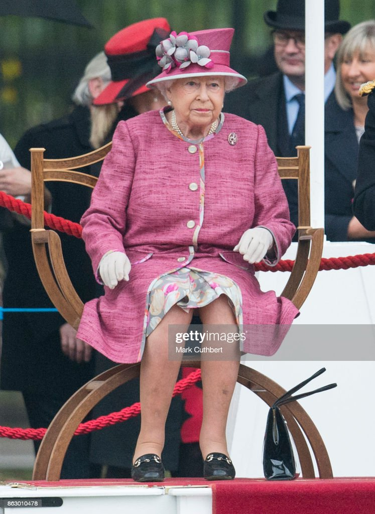 The Queen Attends The King's Troop 70th Anniversary Parade : News Photo