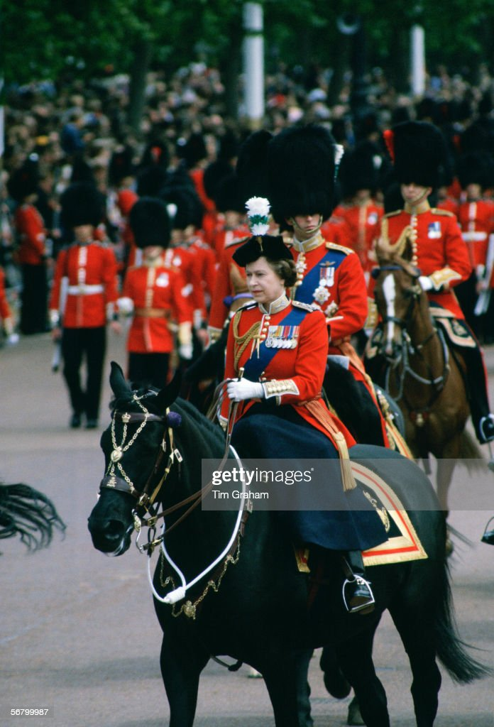 Queen Trooping The Colour : News Photo