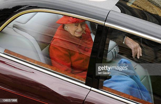 Queen Elizabeth II sets off to greet the Emir of the State of Qatar Sheikh Hamad bin Khalifa AlThani and his consort Sheikha Mozah bint Nasser...