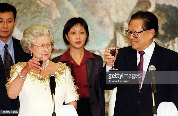 Queen Elizabeth II shares a toast with Chinese President Jiang Zemin during a banquet at the Chinese Embassy on October 21 1999 in London England