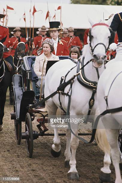 Queen Elizabeth II sitting alongside Lady Sarah ArmstrongJones daughter of Princess Margaret in a horsedrawn carriage at the Royal Windsor Horse Show...