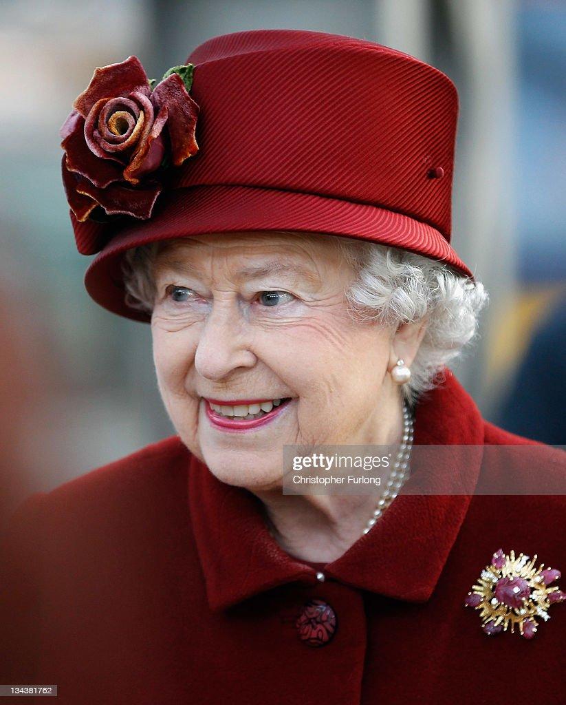 Queen Elizabeth II And The Duke Of Edinburgh Visit Liverpool : News Photo
