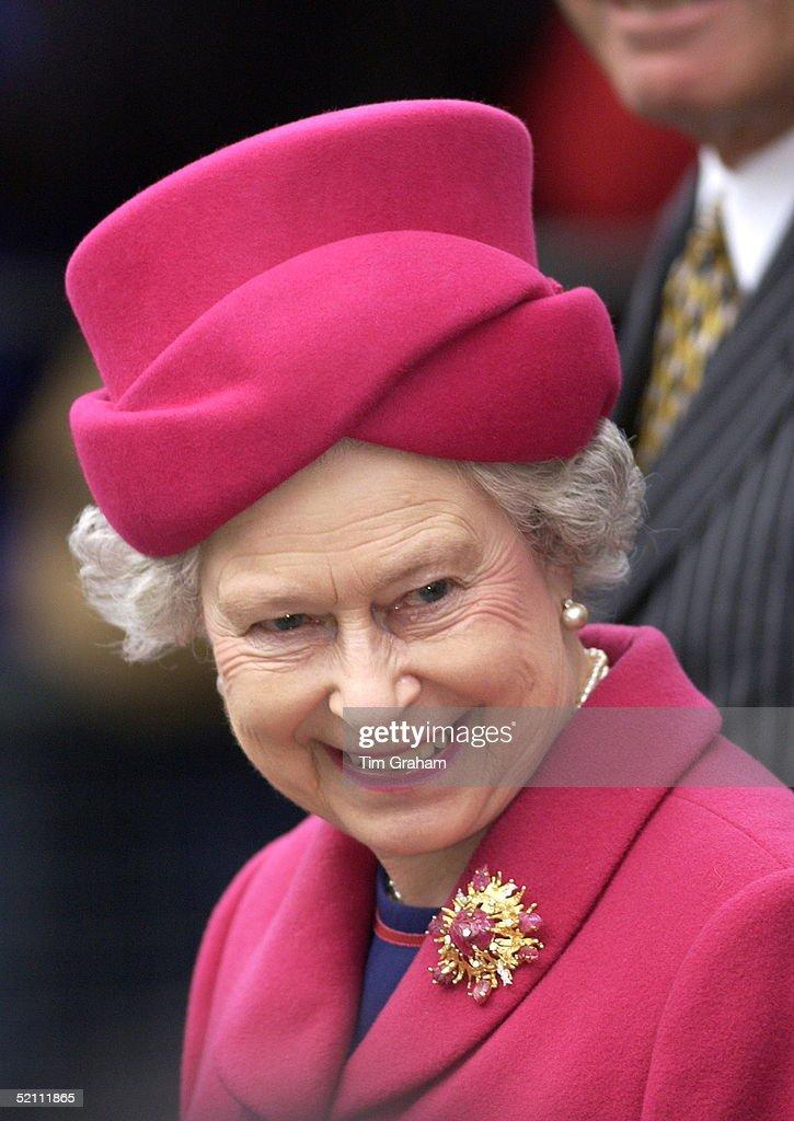 Queen Smiling Portrait : News Photo
