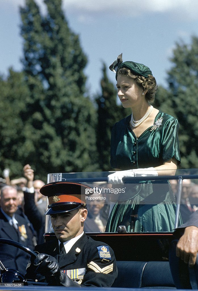 Queen Elizabeth II - Royal Tour Of Australia : News Photo