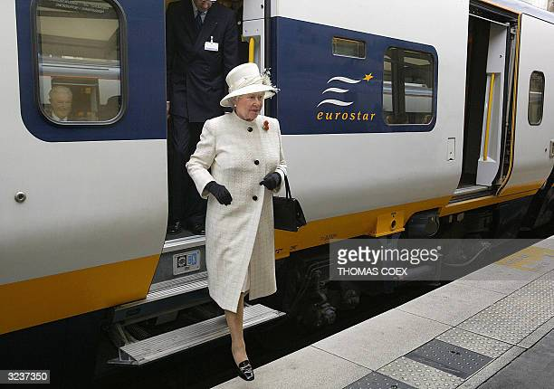 Queen Elizabeth II steps out of a Eurostar train as she arrives at the Gare du Nord station in Paris 05 April 2004 for the start of a threeday state...