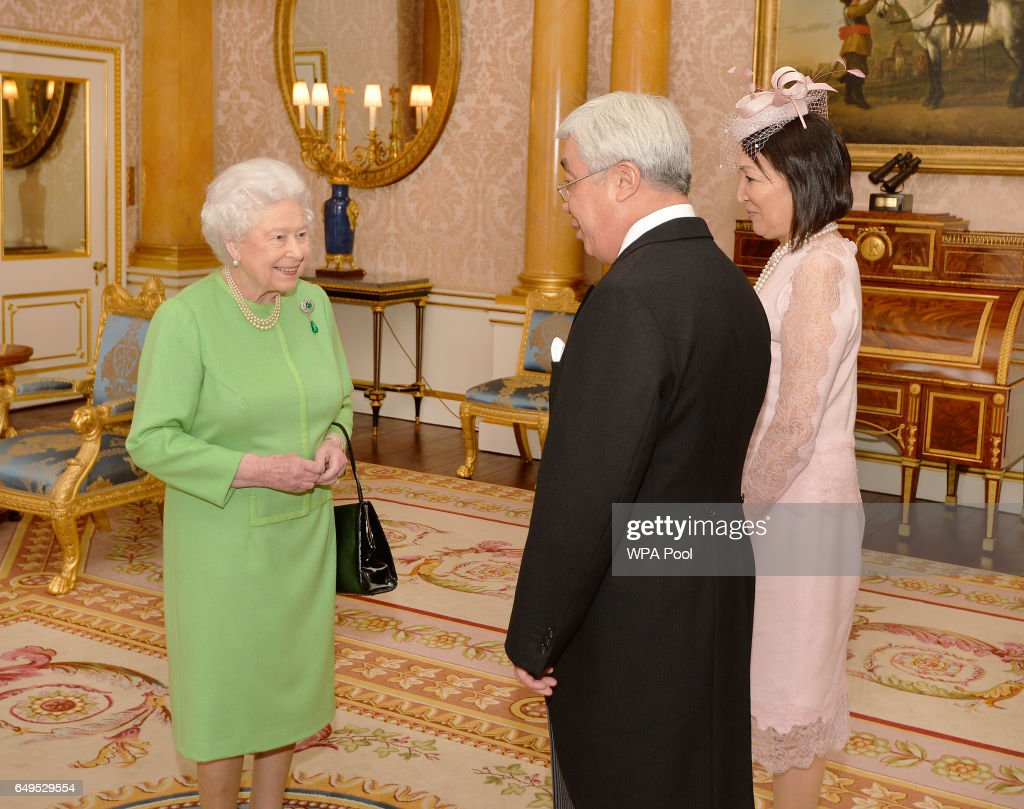 Audiences With The Queen At Buckingham Palace : News Photo