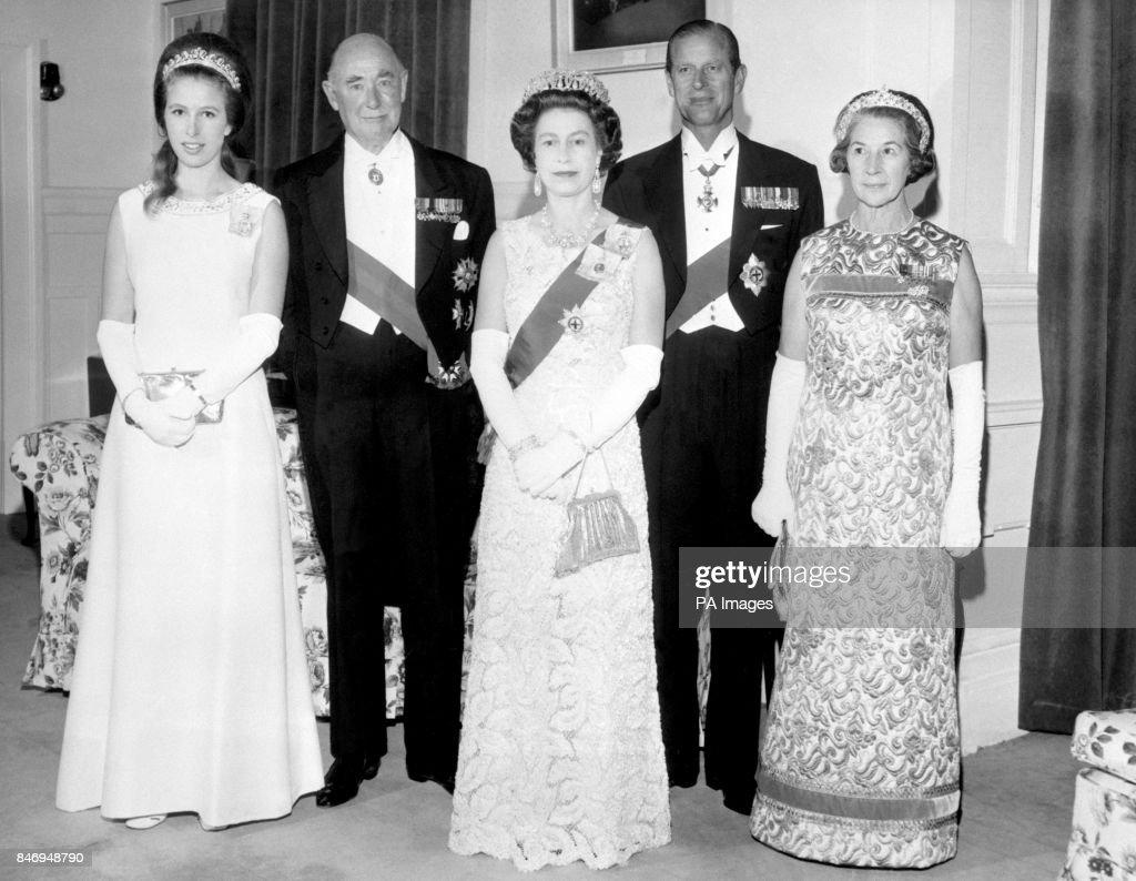Royalty - Queen Elizabeth II Visit to New Zealand : News Photo