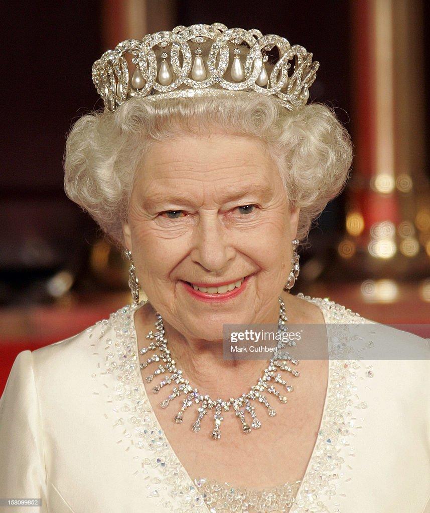 Queen Elizabeth Ii & The Duke Of Edinburgh Visit The Baltic States : ニュース写真