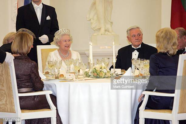 Queen Elizabeth Ii & The Duke Of Edinburgh Visit The Baltic States.State Banquet In At The Presidential Palace In Vilnius, Lithuania.